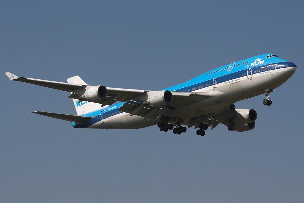 Amsterdam Schiphol Airport, day two
